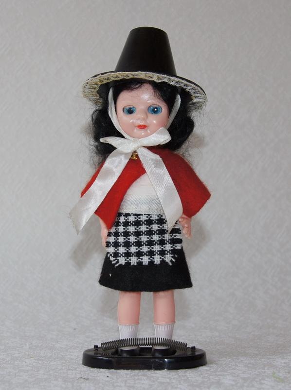 Английская кукла с клеймом, в национальном костюме, 17 см